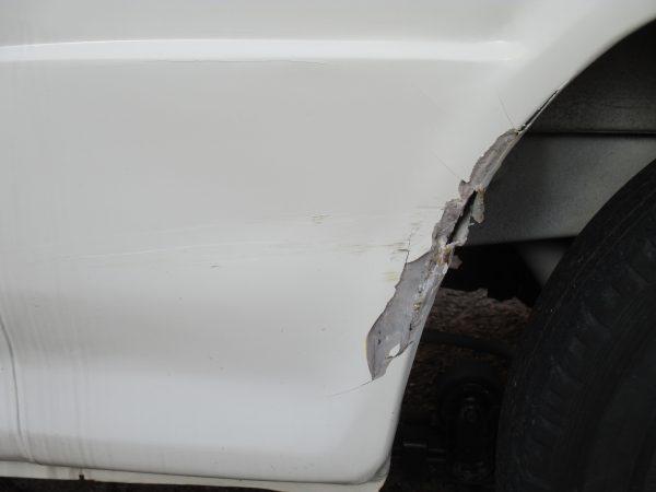 トヨタ レジアスエースのリアフェンダーきず修復