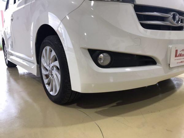トヨタbBフロントバンパー、サイドステップなどキズ修理