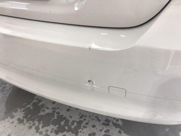 BMW リアバンパーキズ、へこみ修理