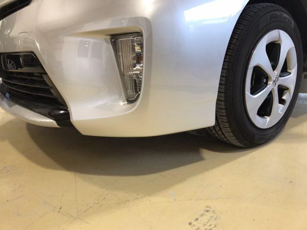 トヨタ プリウス フロントバンパー擦り傷 修理