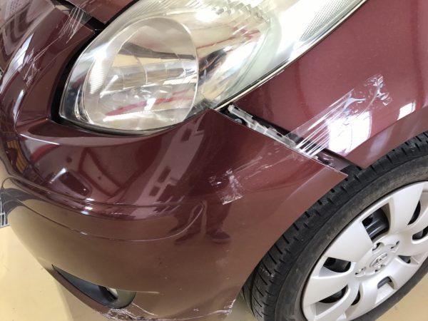 トヨタ ヴィッツ フロントバンパーキズへこみ修理